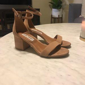 Steve Madden Tan heels size 5